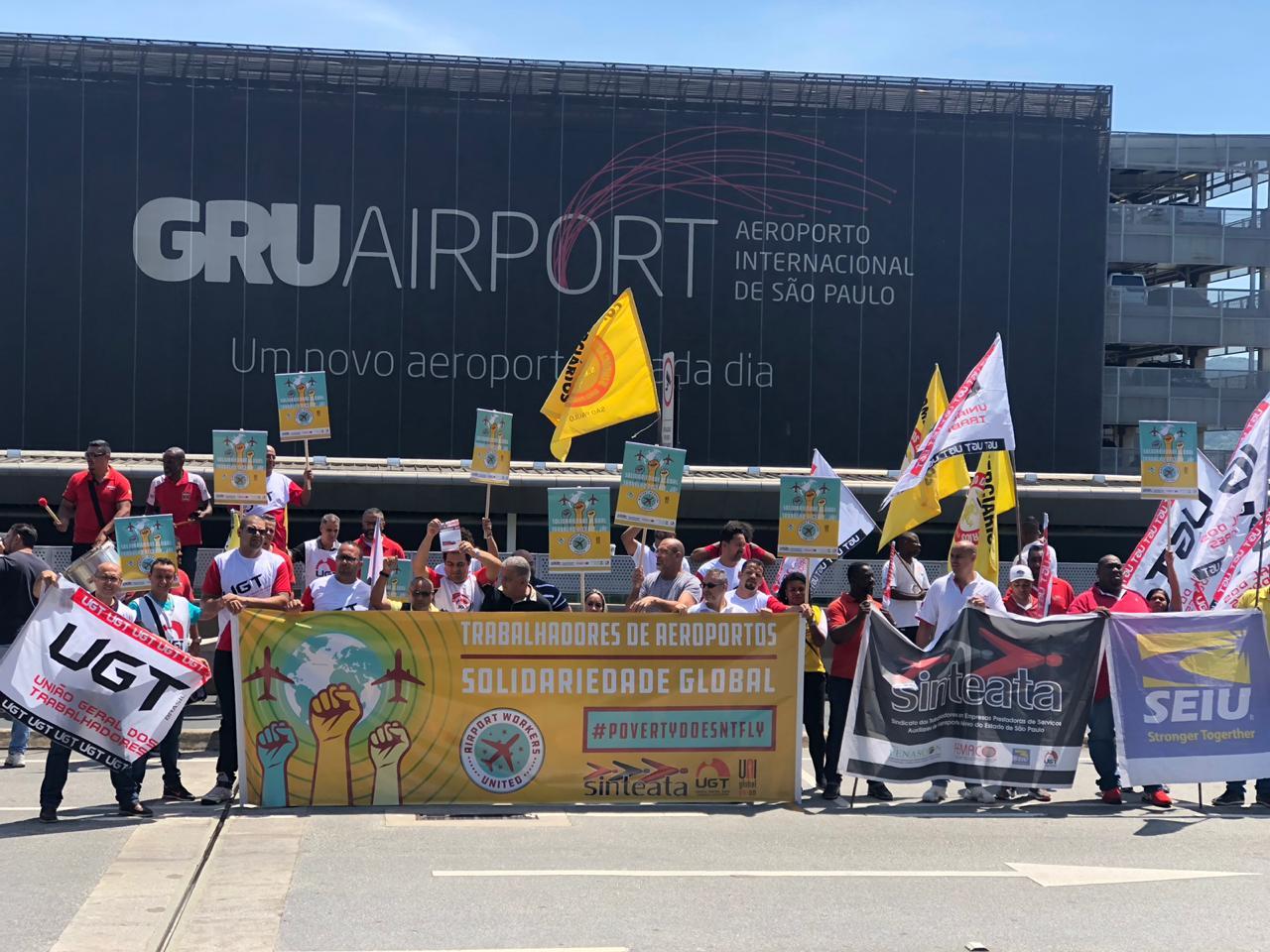 O Sinteata em parceria com as Federações dos  Sindicatos Globais ITF, bem como a UNIGlobal,  realizaram uma manifestação nesta terça-feira (02), reivindicando melhores salários e  benefícios à categoria.