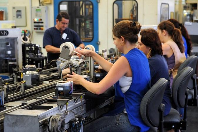 Salário médio das mulheres cresceu 2,6% em 2017