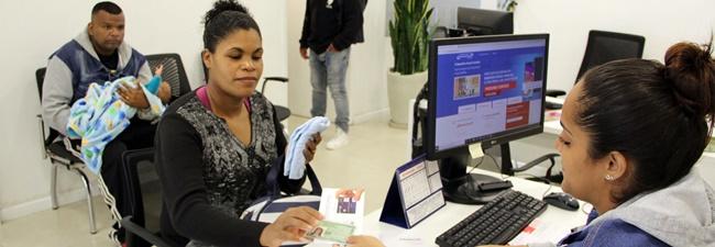 Trabalhadora recebe Benefício Natalidade no SIEMACO-SP, uma conquista sindical para o Asseio e Conservação