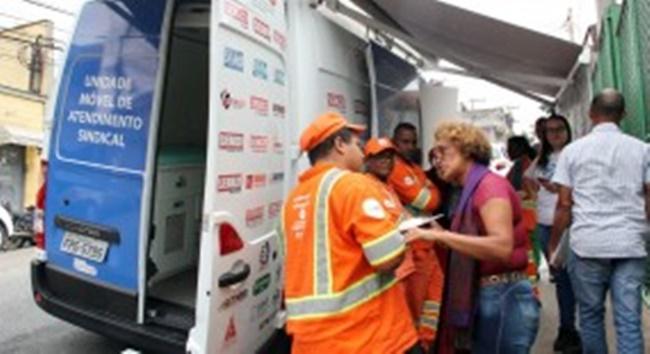 Siemaco SP faz exames de saúde e presta assistência jurídica a trabalhadores na garagem da Locat, no Jabaquara